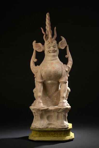 Dieu de la terre en terre cuite orangé  Chine, époque Tang (618-907)  Représenté...