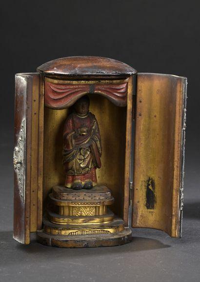 Petit autel votif butsudan en bois laqué...