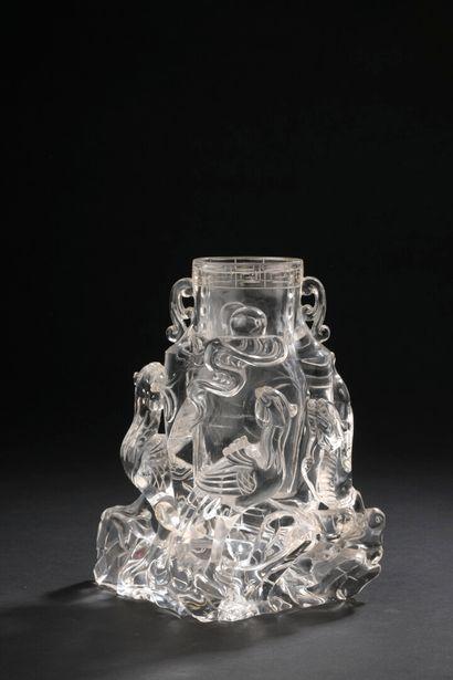 Vase en cristal de roche  Chine, XXe siècle...