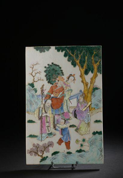 Plaque en porcelaine polychrome  Chine, XXe...