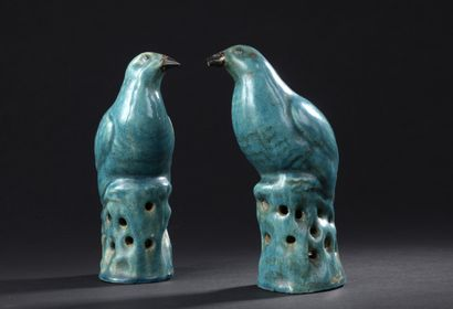 Paire d'oiseaux en grès émaillé turquoise...