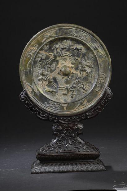 Miroir en bronze et son socle en Zitan (...