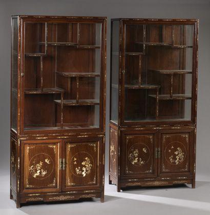 Paire de vitrines de présentation en bois...