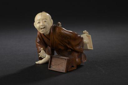 Okimono en bois et ivoire  Japon, circa 1920/1930...
