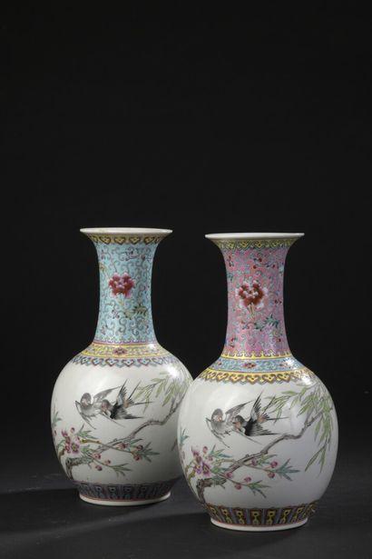 Paire de vases en porcelaine polychrome  Chine,...