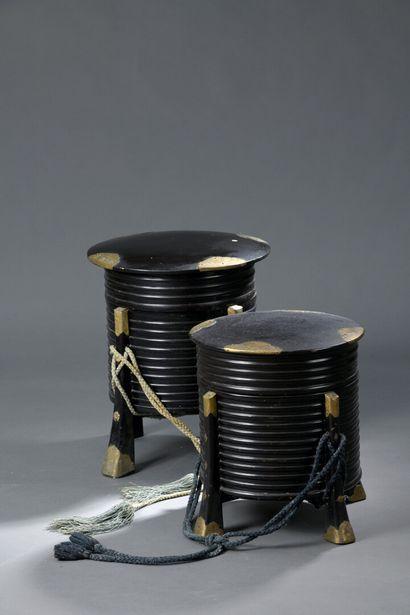 Deux hokkai-bako en bois laqué noir, japon,...