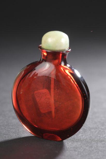 Tabatière en verre rouge  Chine, XXe siècle...