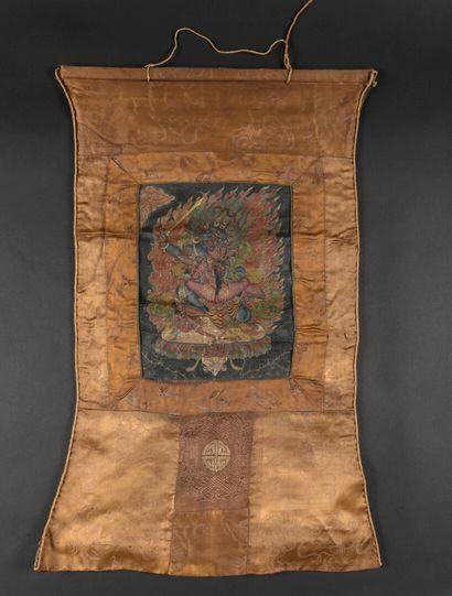 Trois thangka à l'encre et couleurs sur toile  Tibet, XXe siècle  Le premier représentant...