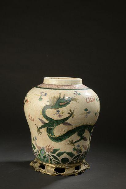 Vase en porcelaine  Chine, début du XXe siècle...