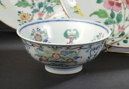Bol en porcelaine doucai  Chine, XXe siècle...