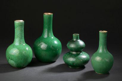 Quatre vases en porcelaine monochrome  vert...