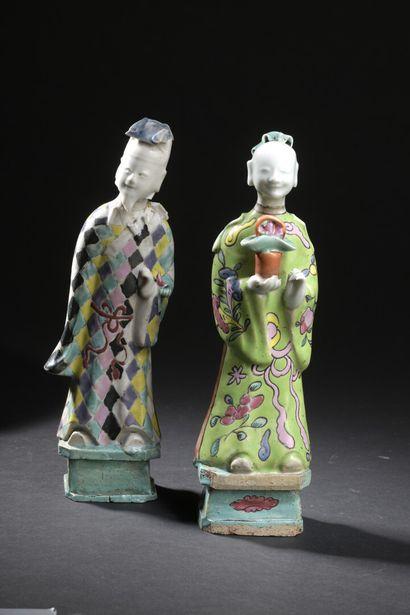 Deux statuettes d'immortels en porcelaine...