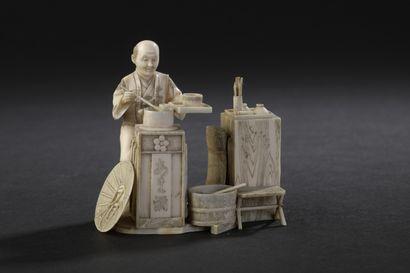 Okimono en ivoire sculpté  Japon, circa 1920...