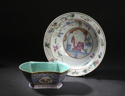 Petit bassin et coupe en porcelaine famille...