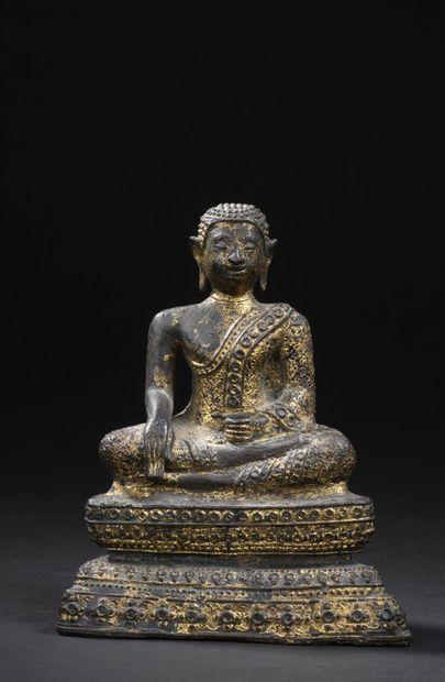 Statuette de bouddha en bronze laqué or Thaïlande,...