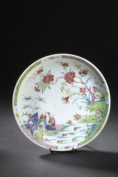 Assiette en porcelaine famille rose  Chine,...