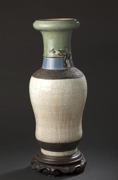 Grand vase en faïence de Nankin Chine, première...