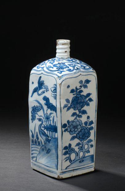 CHINE, période Wanli (1572-1620)  Flacon...