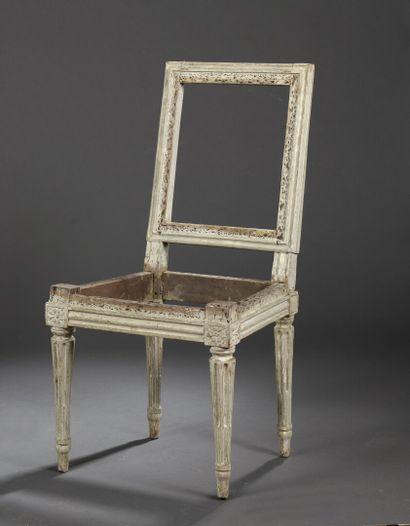 Petite chaise en bois mouluré, sculpté et...