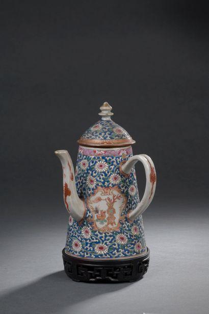 CHINE, période Qianlong (1736-1795)  Cafetière...