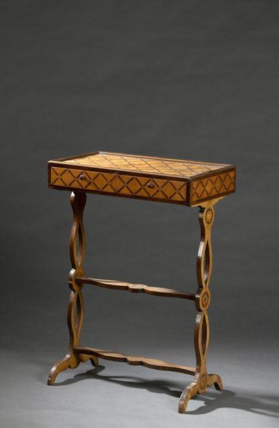 Table de salon d'époque Louis XVI, en placage...