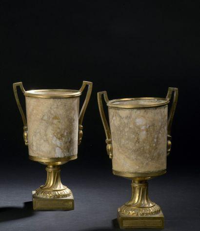 Paire de vases en albâtre à monture en bronze...