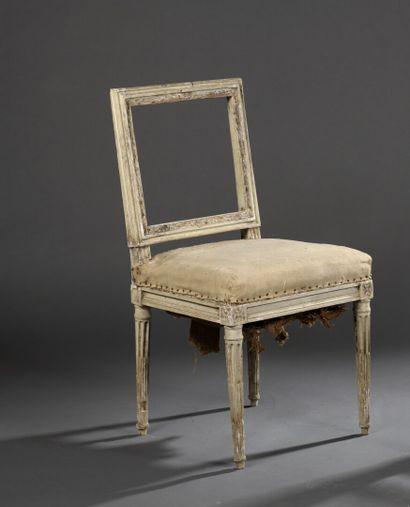 Petite chaise en bois mouluré et sculpté...