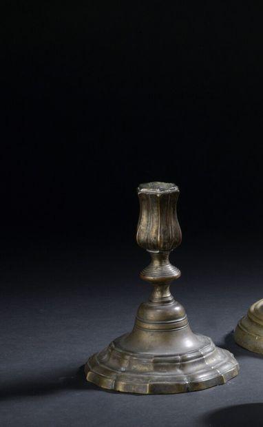 Bougeoir de toilette en bronze ciselé et argenté d'époque Louis XV  A fut balustre,...