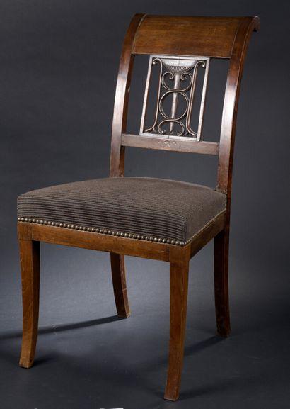Chaise en acajou et placage d'acajou attribuée...