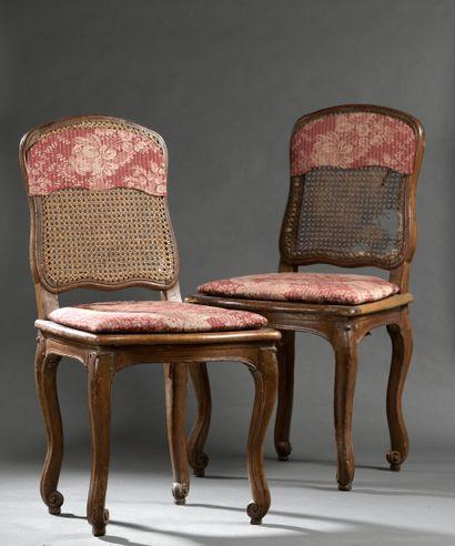Deux chaises en bois mouluré et sculptéd'époque...