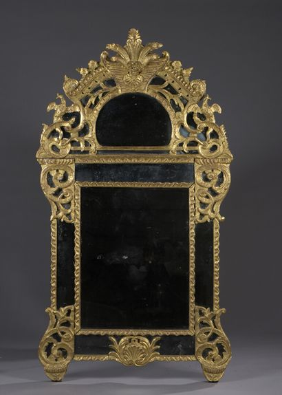 Miroir à pareclose en bois mouluré, sculpté...