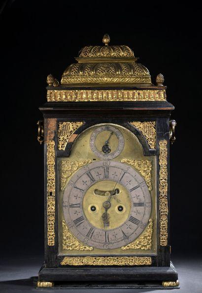 Pendule religieuse, Angleterre, fin du XVIIe siècle  En placage d'ébène, bois noirci,...