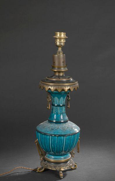 Attribué à Théodore DECK vers 1860  Lampe émaillée turquoise, monture en bronze....