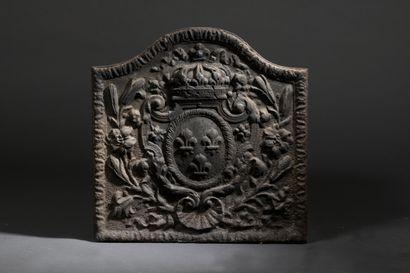 Plaque de cheminée en fonte ornée d'armes...
