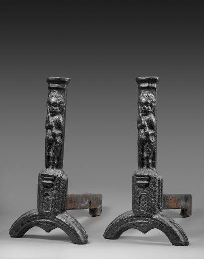 Paire de chenets en fonte de fer, XVe siècle...