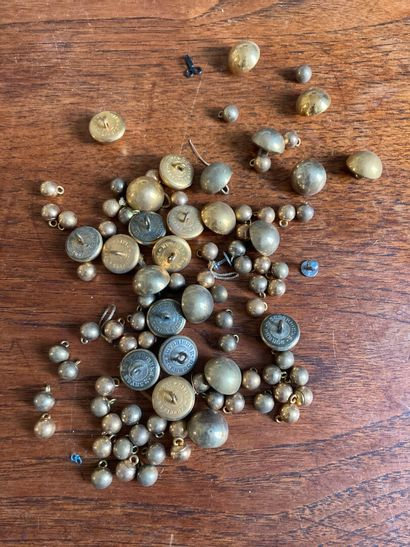 Lot de boutons en laiton, 2e moitié du XIXe...