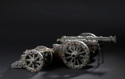 Cinq canons miniatures sur affût