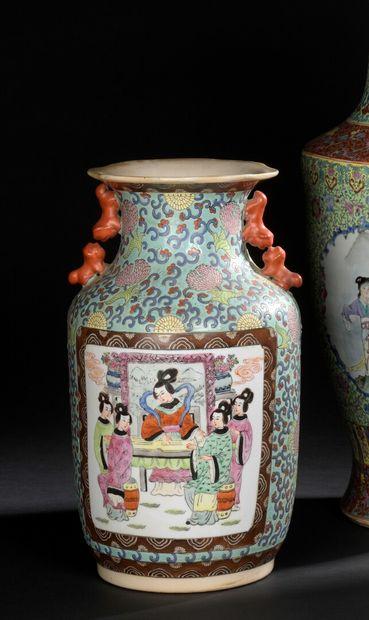CHINE XXe siècle  Vase cylindrique à col...