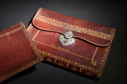 Porte-document en maroquin rouge, XVIIIe siècle  À décor en or au petit fer de frise...