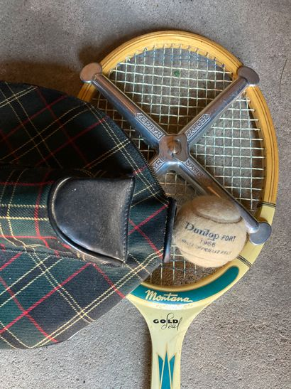 MONTANA VINTAGE, vers 1965  Raquette de tennis...