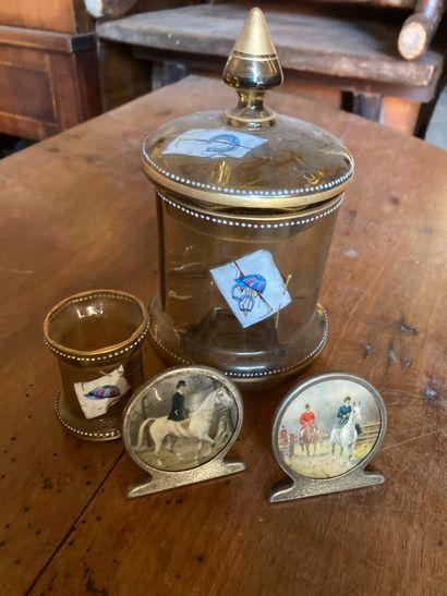 Cristallerie de MEISTERSDORF, Bohême vers 1930  Boîte couverte et verre à liqueur...
