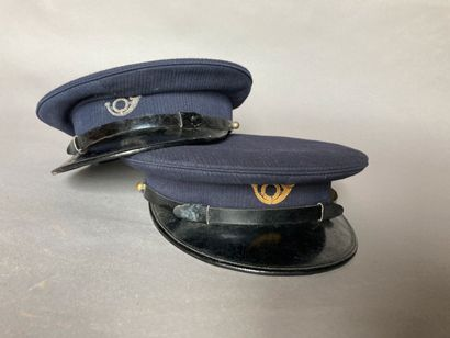 Deux casquettes de garde-chasse