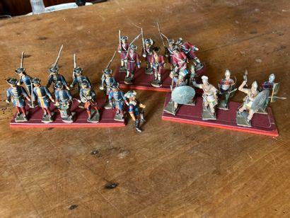Lot de petits soldats en plomb peint