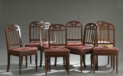 Suite de huit chaises en acajou et placage...