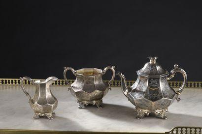 Partie de service à thé en argent, travail anglais, fin XIXe comprenant: une théière,...