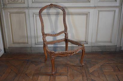 Chaise en bois naturel mouluré et sculpté,...