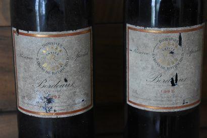 DEUX BOUTEILLES Lafite, domaines Barons de Rothschild, 1992  Étiquettes abîmées...