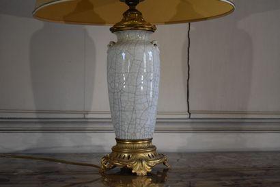 Vase en faïence, monté en lampe, XVIIIe siècle  A monture en bronze ciselé et doré,...