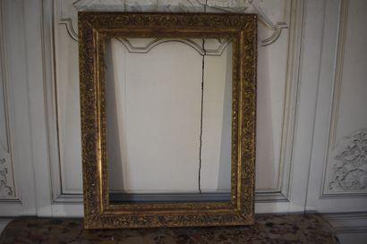 Cadre en bois et stuc sculpté et doré, XIXe...
