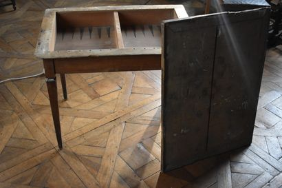 Table Tric-Trac en bois naturel, de la fin...